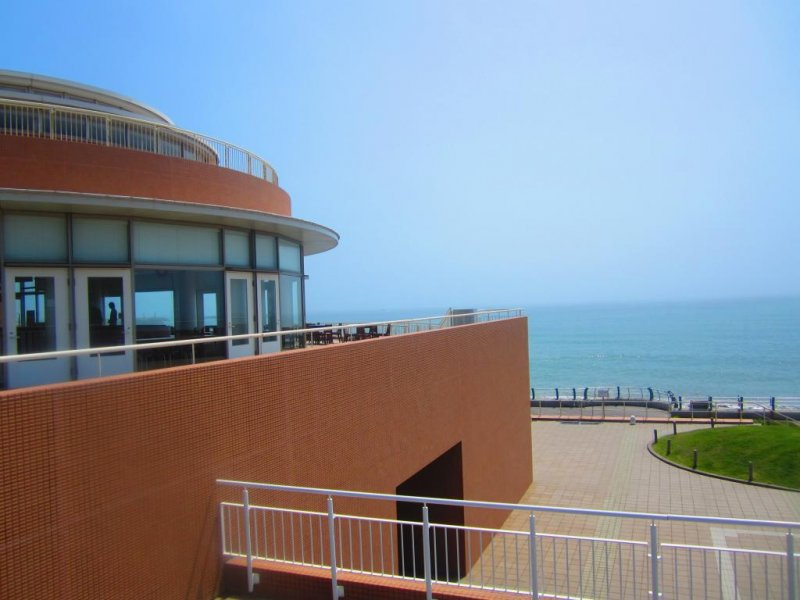View of the side of Aquaworld, overlooking the Pacific Ocean