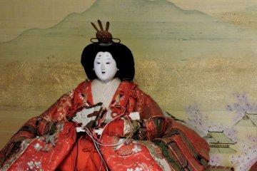<p>An Empress Hina doll</p>