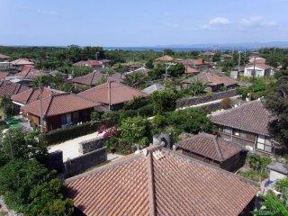 Nhìn khắp ngôi làng từ một tháp quan sát