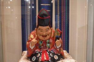 ตุ๊กตาเทพเจ้าฟุกุ-โนะ-คามิ บนชั้น 2