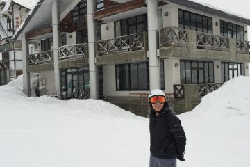 <p>นี่คือบ้านพักบนเนินสกี สามารถเช่าได้ทั้งชั้น อยู่กันสองครอบครัว</p>