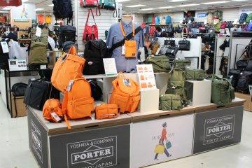 <p>百分百日本製的手袋、背包袋等</p>