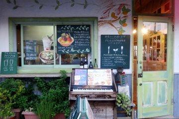 <p>The exterior of Princess Phi Phi restaurant</p>