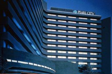 <p>Hotel Pearl City Kobe facade at night</p>