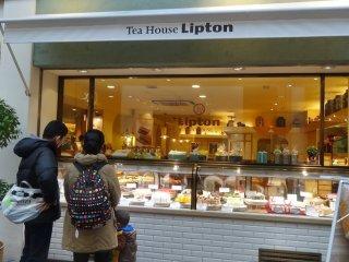 ร้าน Tea house Lipton อัดแน่นไปด้วยขนมหวานน่าทาน