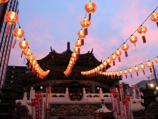 Kantei-byo temple is beautiful during sunset, when its colors match the evening sky