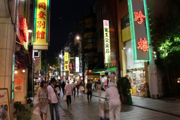 <p>Major parts of Chinatown are full of restaurants</p>