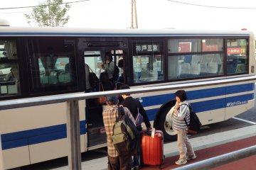 고베 페리 터미널 유료 버스 서비스