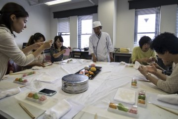 <p>The lessons are fun, and popular with tourists and locals alike. A master craftsman from Saiundo will teach you how to create 2 beautiful pieces of Wagashi.</p>