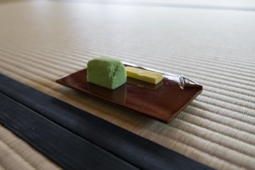 <p>Meimei-An serves this two pieces of wagashi. The green piece on the left is &#39;Wakakusa&#39;, Young Grass, a favourite of Lord Matsudaira and a staple in all wagashi shops in Matsue.</p>