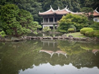 In the north side of the gardens lies the Taiwanese pavilion overlooking the lake