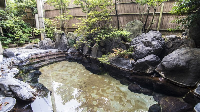 <p>Yet another beautiful outdoor pool, this one in Hosei-kan. Ryokans often open their onsen baths to visitors even if they are not staying guests.</p>
