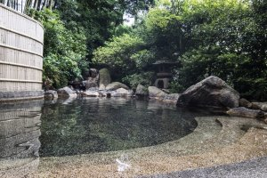 An outdoor onsen bath available in Ryotei Yamanoi.