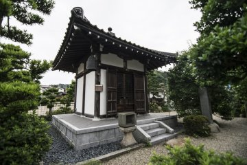 <p>This building is dedicated to the founding of Tamatsukuri Onsen, and sits near the original hot spring where the hot water was first found gushing out of the ground.</p>