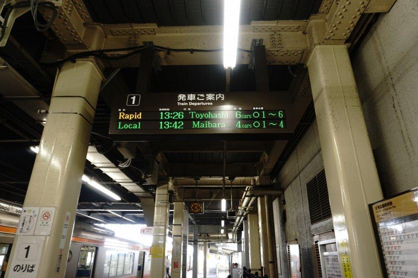 Di station Ogaki, kita tinggal turun lalu menunggu kereta berikutnya di jalur yang sama.