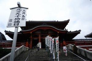 Osu Kanon Temple letaknya bersebelahan dengan tempat perbelanjaan Osu Kannon Street, dua tempat sekaligus bisa disambangi dalam satu hari