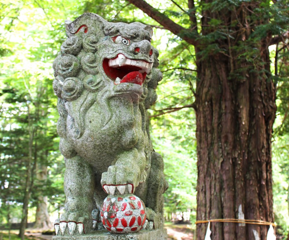 This shrine guard would scare anyone away