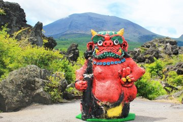 <p>A statue of an ogre much like the one who knocked off the boulders from the mountain, giving Onioshidashi its name</p>