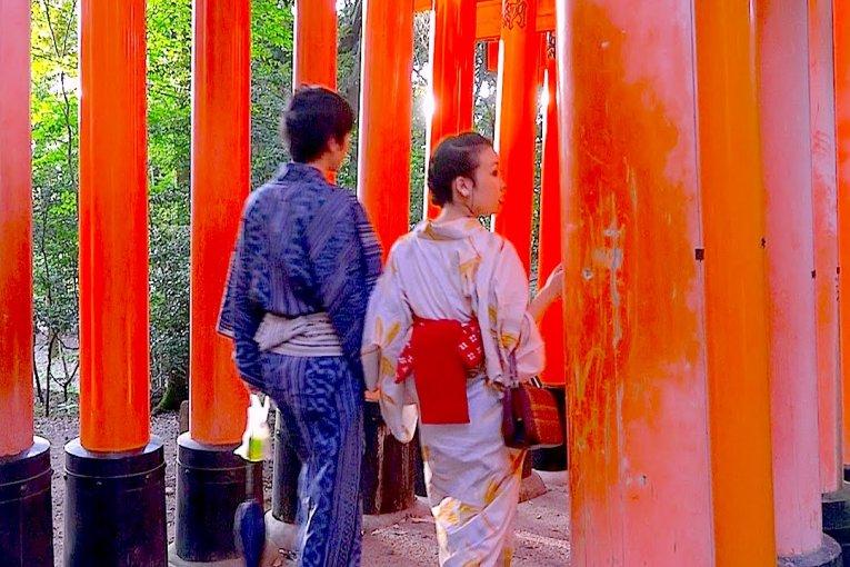 Santuário Fushimi Inari, Dia e Noite