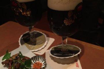 <p>기린 프리미엄 맥주입니다. 기린시티에서 가장 기본인 맥주이며 500ml가 조금 안되고 가격은 600엔 대였습니다. 기린에서 직접 운영하는 것이어서 그런지 거품이 굉장히 부드러웠습니다.&nbsp;</p>