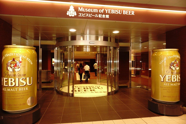 lokasinya sangat mudah dikenali dengan adanya icon Yebisu Beer berukuran besar di depannya