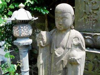 Дзидзо - один из наиболее почитаемых и любимых Боддхисатв в Японии