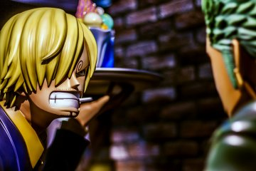 Sanji, always with food in the hand, seems to have some troubles to keep calm while arguing with Zoro...