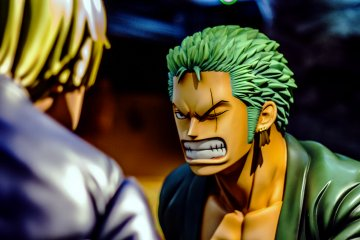 ... and Zoro seems to be ready to draw his swords to slice off Sanji. So realistic!