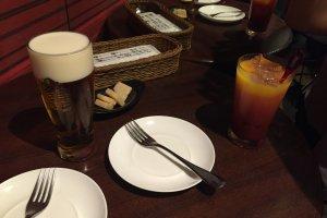 맥주와 카시스 오렌지, 오토시 파마산치즈
