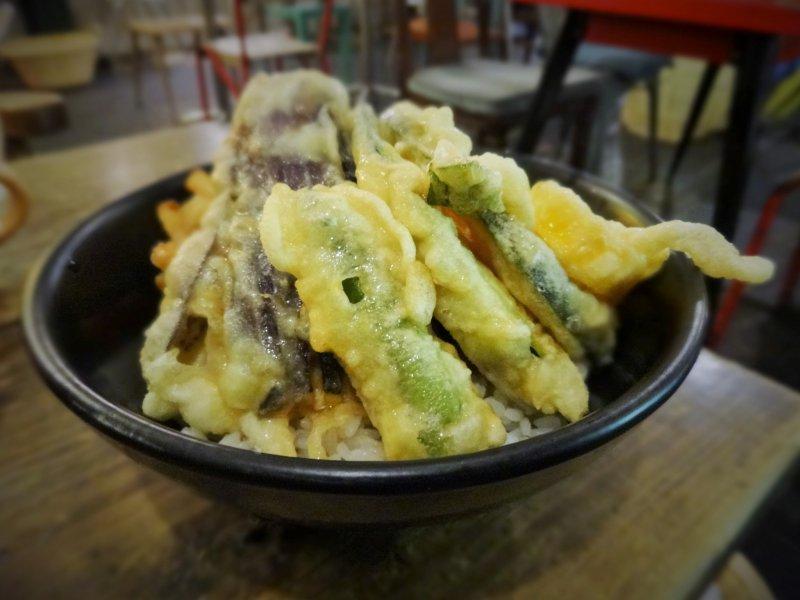 <p>봄베이바자의 맛있는 야채 텐푸라동</p>