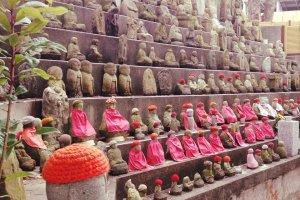 Изображения бодхисаттвы Дзидзо в храме Сума-дэра