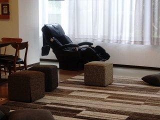 Teather room yan menjadi bagian dari living room