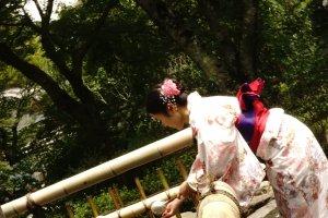 Misogi adlah ritual membersihkan diri sebelum berdoa di depan altar. Biasanya dilakukan ketika memasuki kuil Shinto.