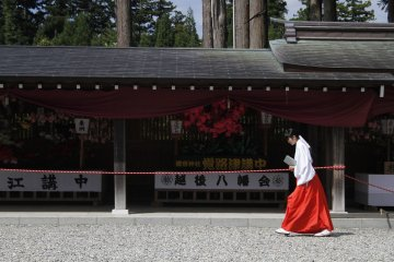 <p>One of the members of staff walks towards the entrance.&nbsp;</p>