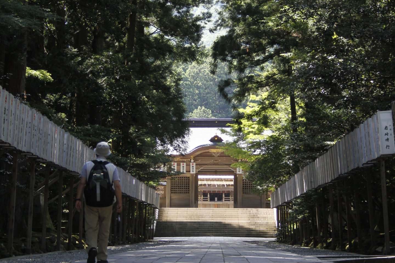 The walk way towards the main building.