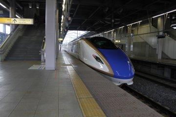<p>The Hokuriku Shinkansen train towards Karuizawa Station.</p>
