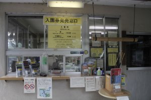The reception area where you can purchase tickets to enter the park at 150 yen. Children can enter for free.
