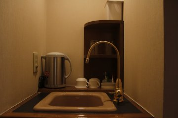 <p>The sink with the kettle and coffee maker.</p>