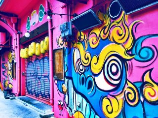 Полюбуйтесь яркими цветами на улицам Осаки. Японская молодёжь имеет право голоса и не боится быть услышанной
