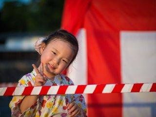 เด็กญี่ปุ่นตัวน้อยเดินทางมาร่วมเทศกาล