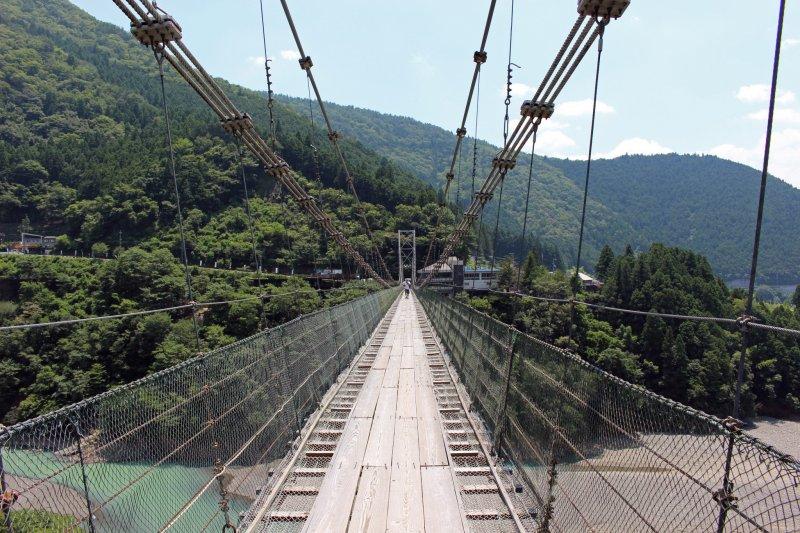 <p>On the Tanize no Tsuribashi. Got your adventure on?</p>
