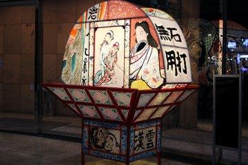 <p>Fan-shaped Neputa lanterns with the paintings in Hotel Naqua City Hirosaki</p>