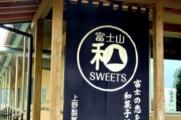 <p>Amazing sweets in here!</p>