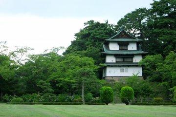 <p>Tatsumi Turret in Hirosaki Park area</p>