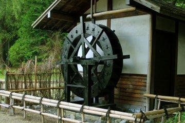 <p>Waterwheel (水車, suisha)</p>