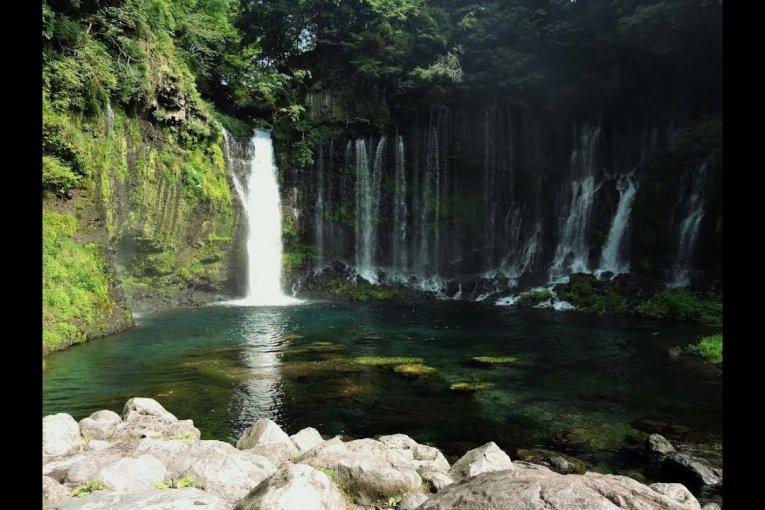 후지노미야의 아름다운 폭포