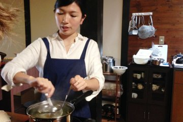 Akiho from Cooking Sun demonstrates every dish step by step, and then you can try cooking it.