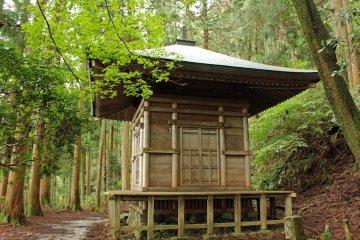 <p>The &quot;Kakure-to&quot; (hideout pagoda) at Kinpu Shrine</p>