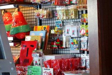 На смотровой площадке можно и сувениры купить!
