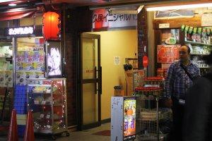 Pintu masukShin Okubo Initial House